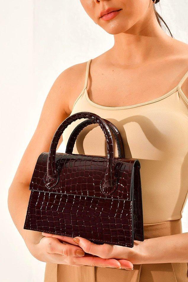 12. Ofis şıklığınızı taçlandıracak mini el çanta modelleri ile tüm gözler üzerinizde olacak!
