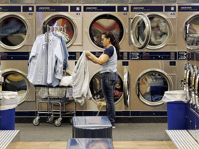 11. Büyük şehirlerde çamaşırhane bir kültür ve herkes çamaşırını burada yıkıyor.
