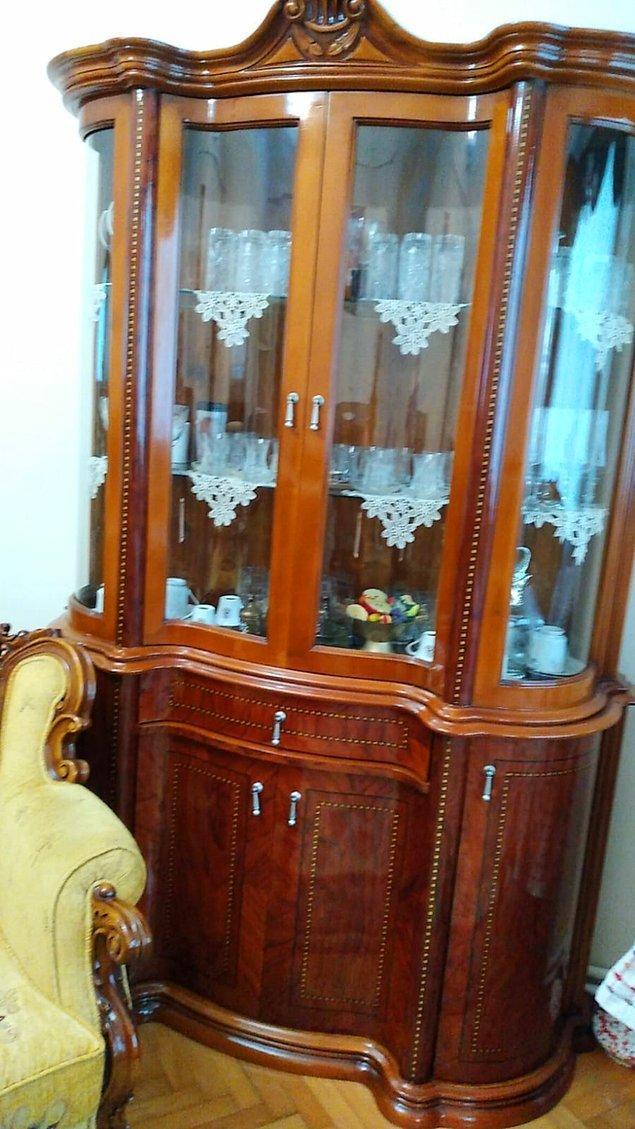 3. Sanki Paşa Dedemizden kalan kıymetli nesneleri saklıyormuşuz gibi gösteren gümüşlükler, vitrinler. Bunlar şu an çok değerli bu arada.