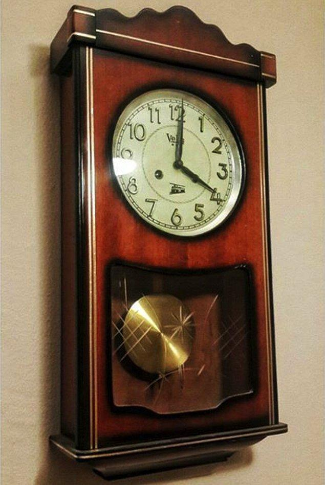 7. Tıkırtısı sessizliği bozan, saat başı gong sesiyle çalan ahşap kolonlu duvar saati. Hele bir de gugukluysa buyurun şenliğe!