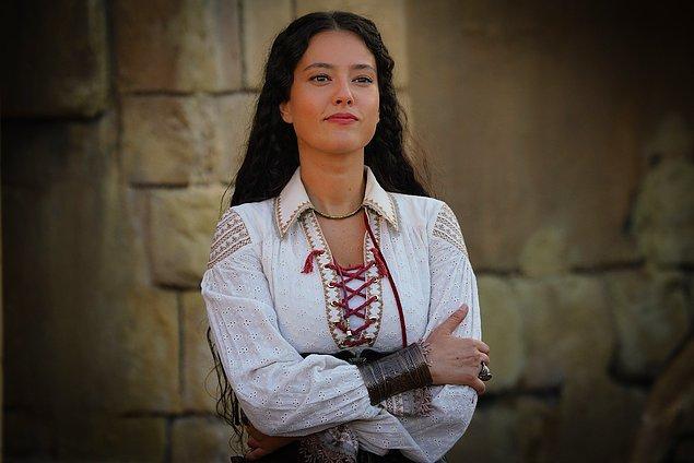 Unita'nın İskenderiye sorumlusu Sylvio'nun kızı İsabel, Baba Oruç ve İlyas için endişelense de artık olan olmuştur.