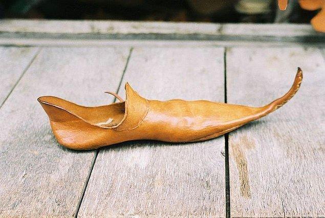 2. Günahkar ayakkabılar.