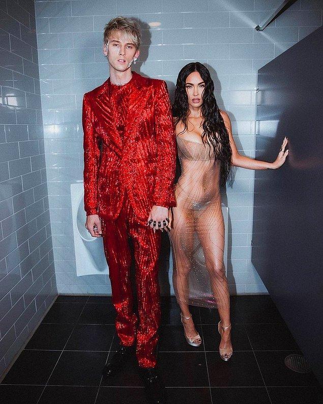 Megan Fox uzun transparan elbisesi ile kırmızı halıya ayak bastığı andan itibaren gündemden düşmedi.