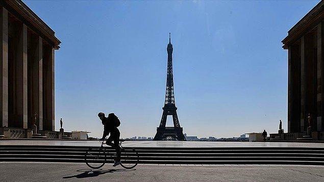 Fransa'da dün son 24 saatte 9 bin 144 yeni vaka kaydedilirken, 79 kişinin yaşamını yitirmesiyle virüse bağlı can kaybı sayısı 115 bin 829'a çıktı.