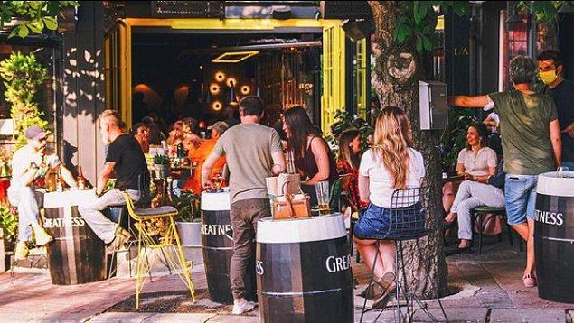1. Amelie's Garden Street Bar