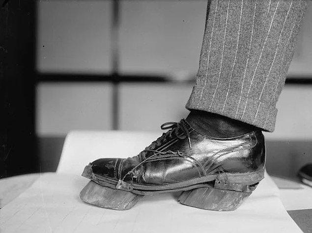 13. 1924 yılında ABD'de içki yasağının olduğu zamanlarda kaçak bir şekilde içki içenlerin ayak izlerinden yakalanmamaları için giydikleri ayakkabılar: