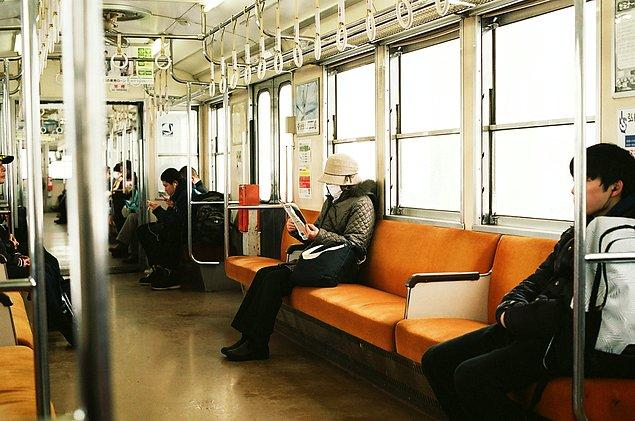 3. Metroda telefonla konuşmayın, yoksa kötü bakışları üzerinize çekersiniz.