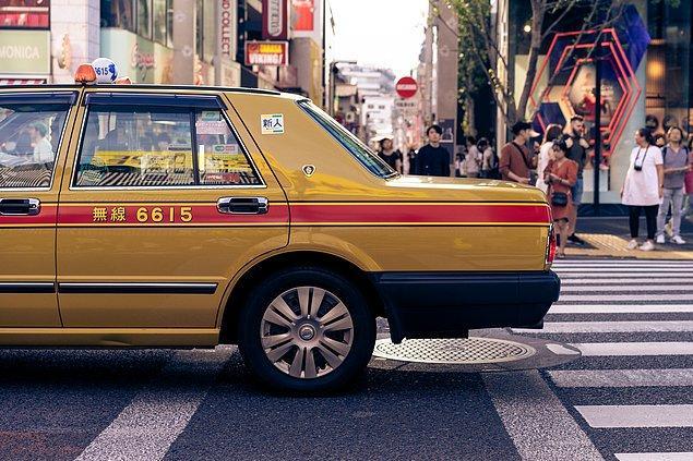 4. Japonların 3020 senesinde yaşadığını unutmayın ve taksi kapısını açmaya yeltenmeyin bile... Otomatik olarak açılıyorlar.