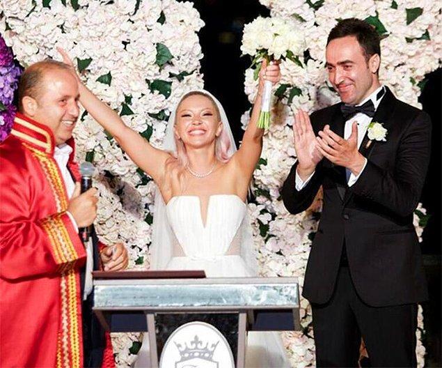 1. Pop müziğin kraliçelerinden Ece Seçkin, geçtiğimiz akşam uzun süredir beraber olduğu nişanlısı Çağrı Terlemez ile dünyaevine girdi.❤️