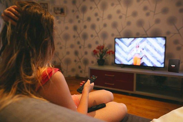 Akıllı bir televizyonunuz yoksa fakat televizyonunuzda bir HDMI bağlantısı varsa, bilgisayarınızı televizyonunuza bağlayarak yayını izleyebilirsiniz.