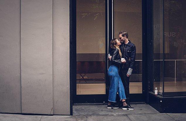 15. Eşinizle, sevgilinizle yakınlaşmak için otel odanıza dönene kadar bekleyin, yoksa hoş karşılanmazsınız.