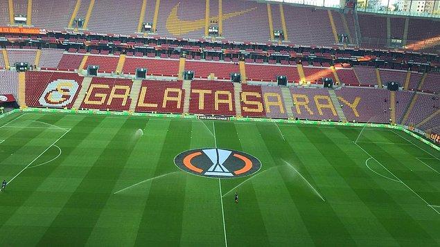 Cimbom, bakımı tamamlanan Türk Telekom Stadı'nda bu sezon ilk kez taraftarıyla buluştu.