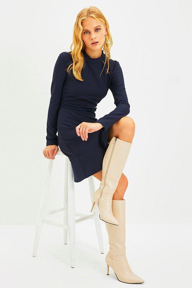 8. İşe giderken giymek için uzun kollu bir elbise tercih edebilirsiniz.