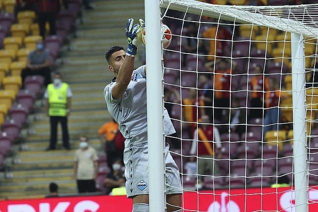Lazio kalecisi Strakosha'nın kendi kalesine attığı golle; Galatasaray, Lazio önünde 66. dakikada 1-0 öne geçti.