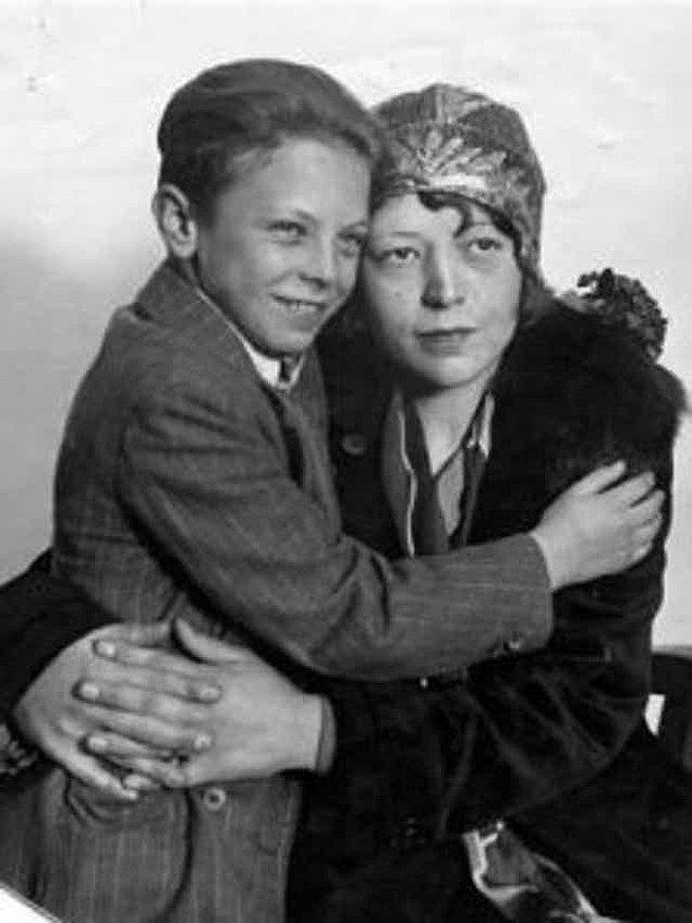 Diş kayıtlarına bakıldığında Walter'ın bu çocuk olmadığı ortaya çıksa da polis ekipleri bu durumu kesinlikle reddetti ve Christine Collins'i akıl hastası ilan etti.
