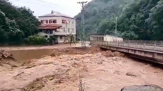 Giresun'da Etkili Olan Sağanak Yağış, Korkuttu! Sel Sularının Yükseldiği Anlar Kameralarda
