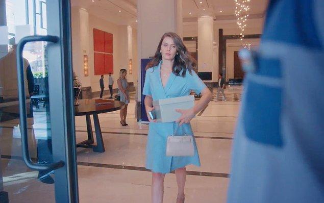 1. Nalan son bölümde giydiği mavi elbiseyle gözlerini ortaya çıkardı.