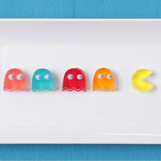 2. Pac-Man şeklinde nefis jöleler, bu kez bir şeyleri iştahla mideye indiren Pac-Man değil biz olacağız.