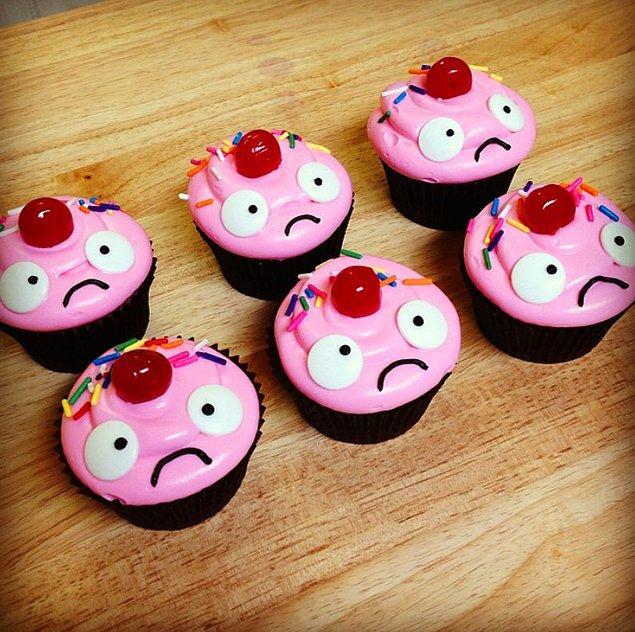 9. League of Legends'ın Mayhoş Lulu kostümünden ilhamını alan bu cupcake'leri inanın yemeye kıyamayız!