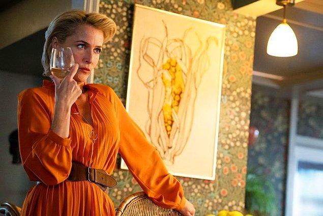 6. Jean Milburn karakterinin odasının tasarımına büyük önem verilmiş. Karakterin mesleği seks terapisti olduğu için anatomi hakkında önemli görseller bulunuyormuş ve oyuncular bile set aralarında odayı dolaştıklarını söylüyorlar.