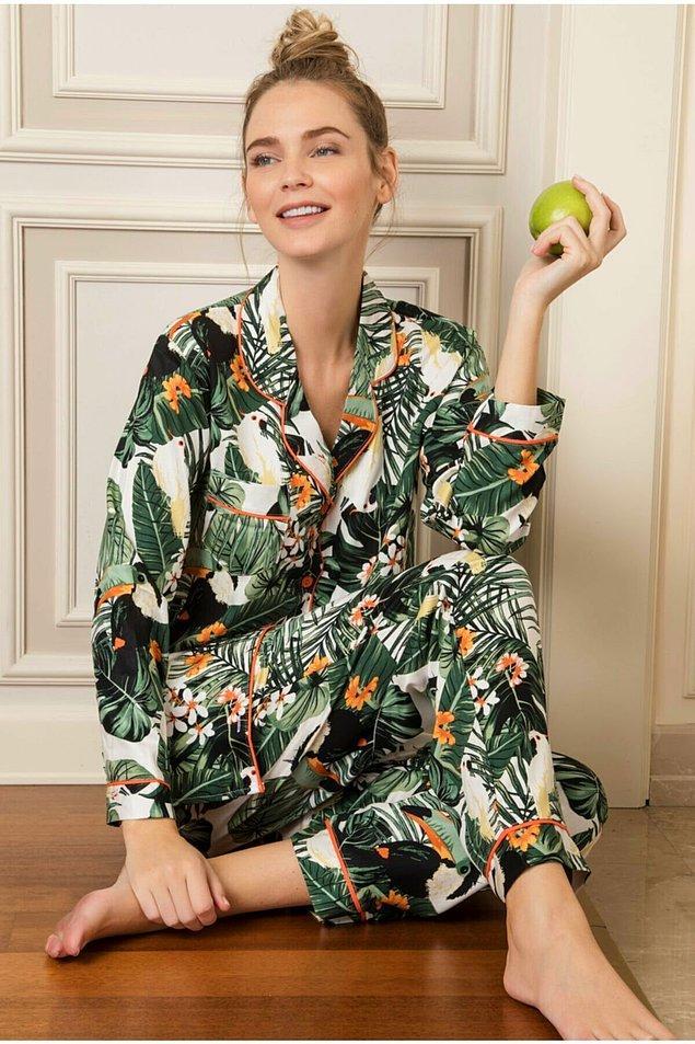 9. Tropikal çiçek desenli pijama takımının renkleri tam sonbaharlık...