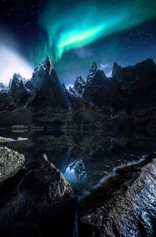 10. Mt. Megalodon ve Tombstone Peak'te oluşan Kuzey Işıkları: