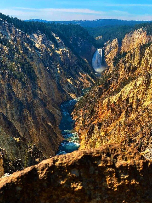 16. Yellowstone Nehri şelalesinde oluşan inanılmaz manzara...😍