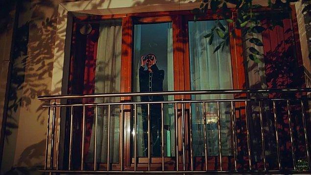 2. 'Camdaki Kız' dizisinde Nalan'ın gerdek gecesini izleyen annesi Feride yine çok konuşuldu!