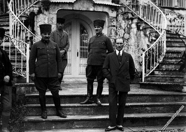 Sonrası ise malum, önce Büyük Taarruz sonra ise muzaffer ordunun İzmir'e girişi... Ha bu arada gerek Yunan tarafı gerekse Curzon görüşme ve ateşkes talep ederler ama iş işten geçer.