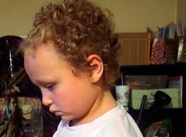 """""""Jurnee'nin saçları kesilmeden önce uzun ve kıvırcıktı. Ona ne olduğunu sordum, 'Çocukların saçını kesmesine izin verme' dedim ancak bana öğretmeninin yaptığını söyledi."""""""
