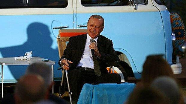 Cumhurbaşkanı Erdoğan Mersin'deki Gençlere 'Bana Her Şey Seni Hatırlatıyor' Şarkısını Seslendirdi