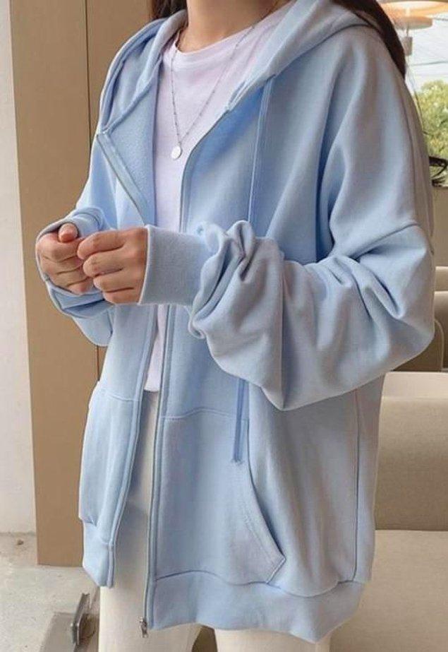 17. Oversize fermuarlı sweatshirt de spor giy-çık kombinlerin vazgeçilmez.