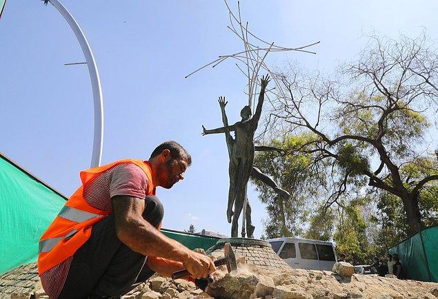 """Bakım ve onarım çalışmaları Çankaya Belediyesince yürütülen, Cinnah Caddesi girişindeki """"Su Perilerinin Dansı"""" adıyla bilinen heykeltıraş Metin Yurdanur'un imzasını taşıyan Balerin Heykeli'nin açılış törenine,"""