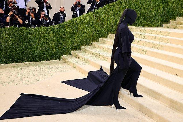 5. Kim Kardashian'ın Met Gala'da giydiği Balenciaga marka kıyafetinin etkisi hala devam ediyor... 😂