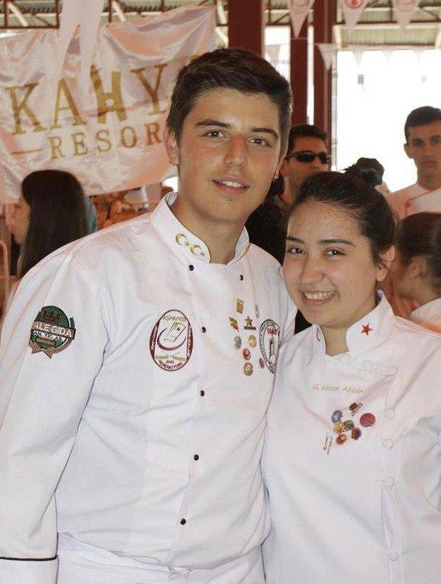 Lisede dört sene boyunca Turizm Otelcilik bölümünü okuyan Kardaş, üniversitede Akdeniz Üniversitesi'nde Turizm Otel İşletmeciliği'nden mezun oldu.