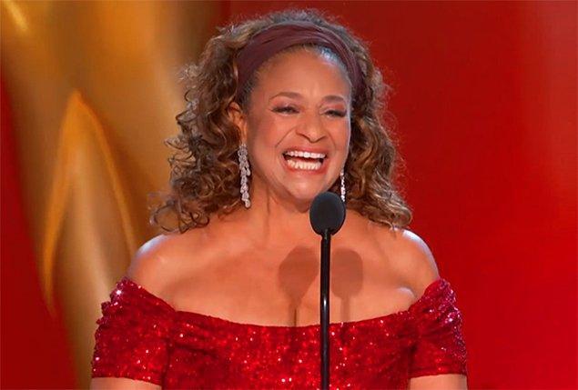 12. Debbie Allen'ın ödülü için yaptığı anlamlı ve dokunaklı konuşmasının neredeyse her kelimesini sevdik.