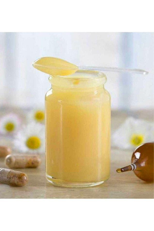 15. Düzenli arı sütü tüketiminin ciltte kolajen sentezini arttırdığı, bunun yanı sıra kadınlarda yumurta sayısı, erkeklerde de sperm kalitesini arttırarak doğurganlık üzerine etkilerinin bulunduğu söylenir.