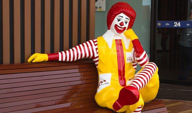 10. McDonald's şirketi, 2016 yılında palyaço korkutma videosu akımı nedeniyle palyaço maskotu Ronald McDonald'ı aşamalı olarak sessizce kaldırdı.