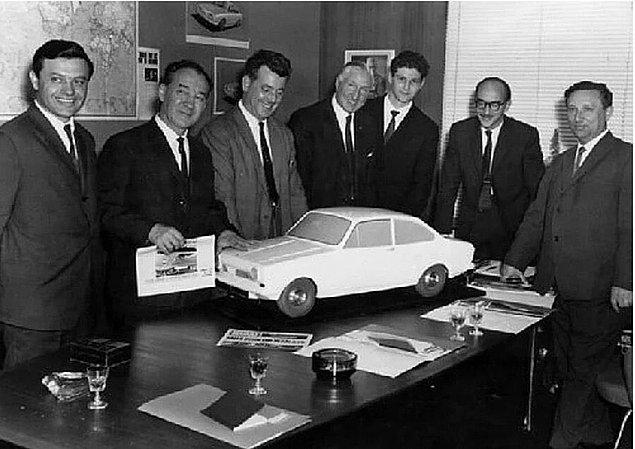 Bunun üzerine Vehbi ve Rahmi Koç Reliant firması ile görüşmeye başlar ve olumlu geçen görüşmeler sonucunda Reliant üretilecek olan otomobili tasarlar.