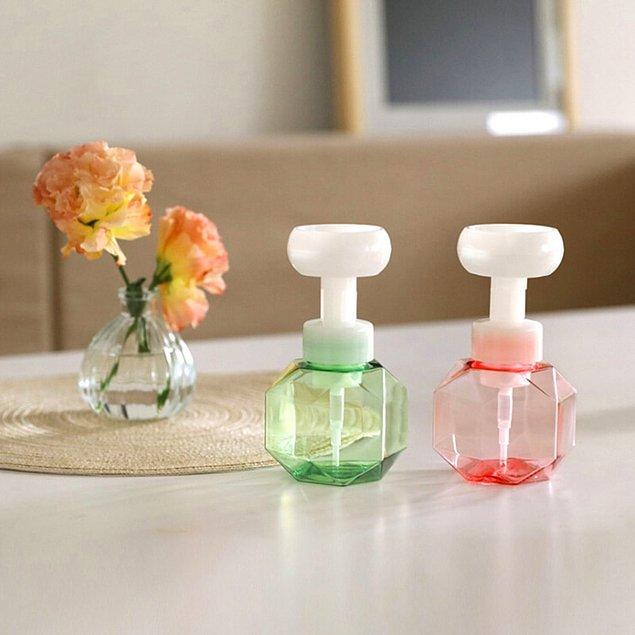 El yıkamayı sevdirecek bu köpük sabun şişelerini hemen sepete atmak isteyeceğinize garanti verebiliriz.