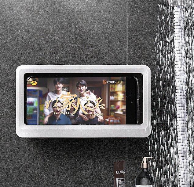 Duşta bir şeyler izleyip vakit geçirmek isteyenler için su geçirmez telefon standı...