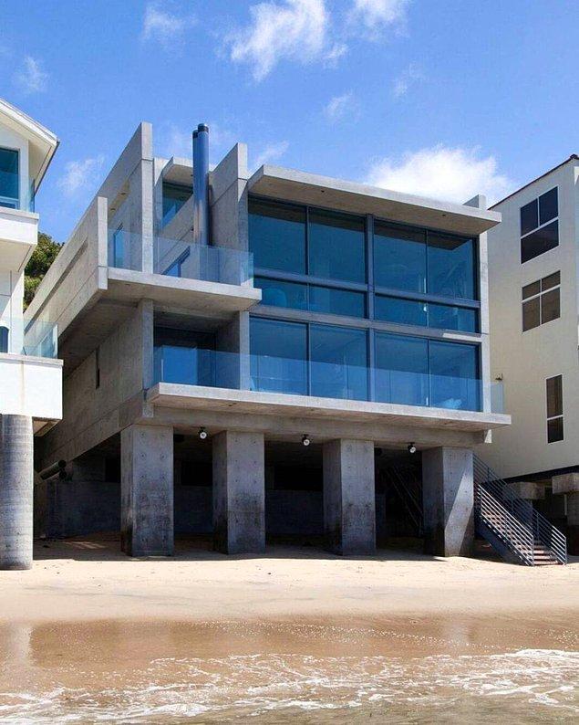 Evin önceki sahipleri arasında ise Wall Street finansmanı Richard Sachs. Kendisi yaklaşık 7 yıllık planlama ve inşa süreci boyunca bu eve milyonlarca para harcamış!