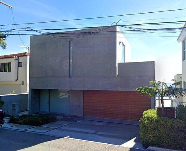 Evin henüz iç tasarımına ait fotoğraflar bulunmuyor ancak Ando ile çalışan mimarlık firmasına göre 'minimalist ama sıcak' bir dekora sahip.