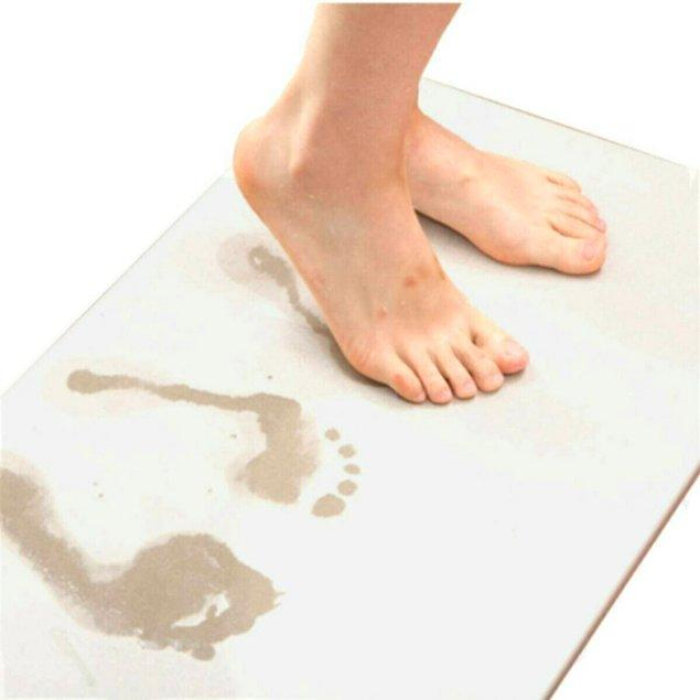 6. Bir türlü kurumayan banyo paspasını atın, su emici sihirli banyo paspası alın!