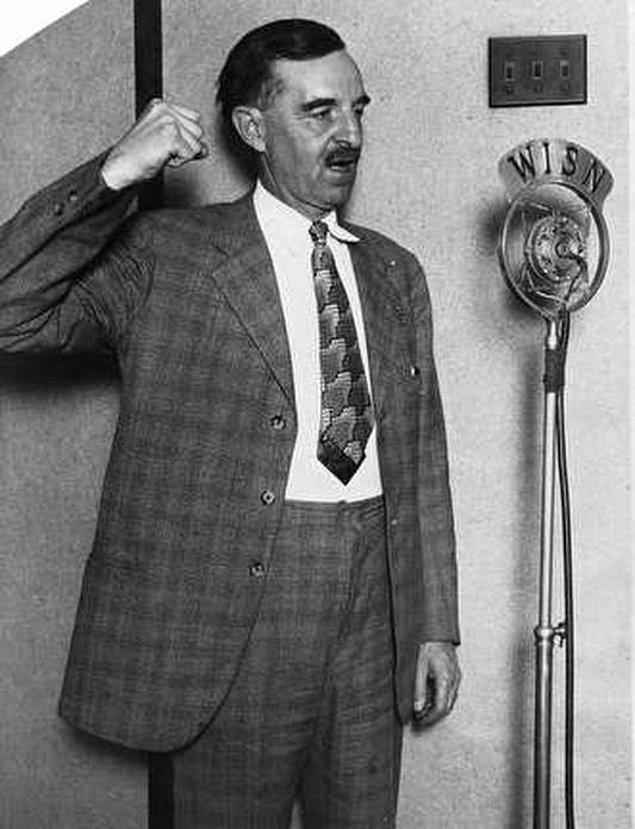 13. ABD hükumetinde en uzun süre hizmet veren kişi sosyalist Milwaukee Belediye Başkanı David Hoan'dır.