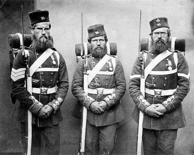 15. Birinci Dünya Savaşı'nın başlarında, İngiliz Ordusu'ndaki erkeklerin bıyık bırakması zorunluydu.