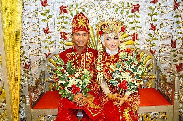 2. Endonezya'da yeni evli çiftlerin 3 gün boyunca tuvalete gitmelerine izin verilmiyor.