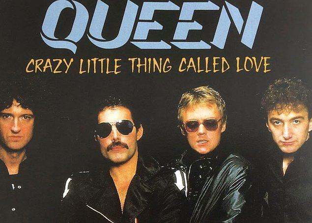 6. Queen'in Elvis'e övgü olarak çıkarttığı Crazy Little Thing Called Love şarkısını Freddie Mercury duş sırasında 10 dakika içinde yazmış.
