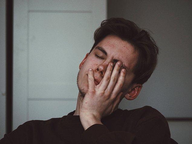 15. Çoğu insan hafta sonunu migrenle geçiriyor. Bunun sebebiyse hafta içindeki 9-5 günlük rutinine ara vermek ve stresin azalması.