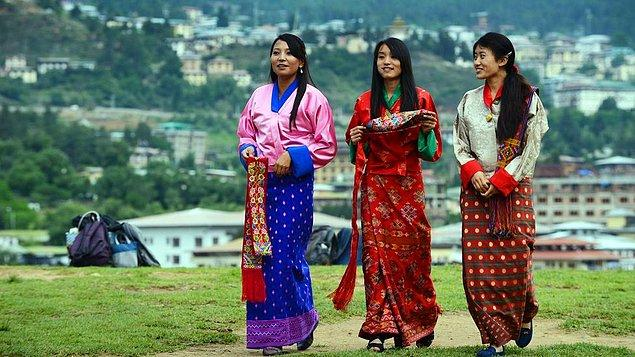 12. Butan'da erkekler geceleri gizlice kızların odasına girip onlarla birlikte oluyorlar.